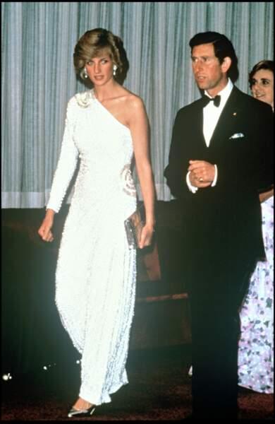 """Lady Diana et le princesse Charles assistent à la première du film """"Octopussy"""" à Londres en 1983"""