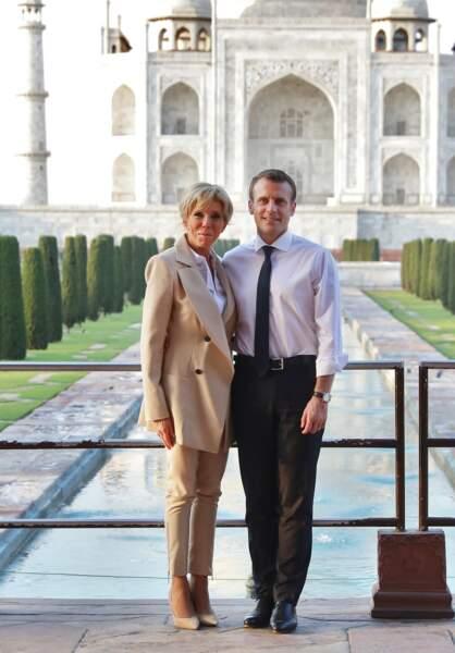 Le président Macron et sa femme Brigitte, lors d'une visite privée du Taj Mahal à Agra, Inde, le 11 mars 2018.