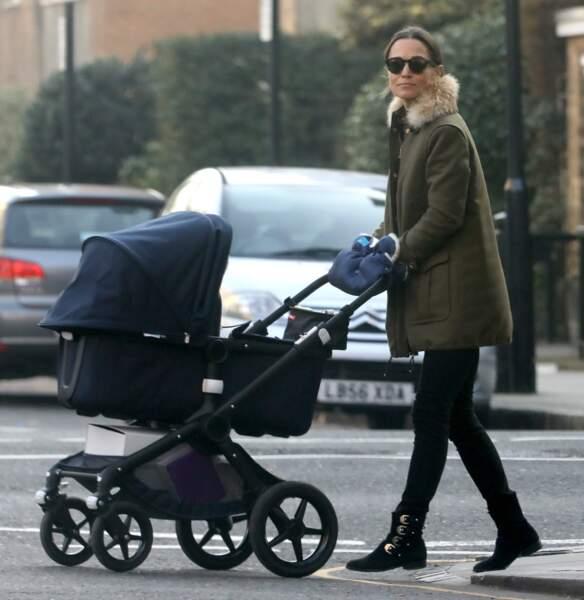 Pippa Middleton promenant son fils Arthur, à Londres, le 22 janvier 2019