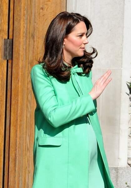 Kate Middleton, enceinte de 8 mois et très élégante