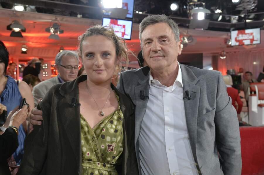 """Daniel Auteuil et sa fille Aurore lors de l'enregistrement de l'émission """"Vivement Dimanche"""" en 2013"""