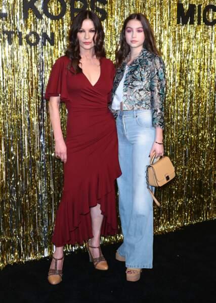 Catherine Zeta-Jones, sa fille Carys lors du photocall du défilé de mode Michael Kors Collection 2019/2020