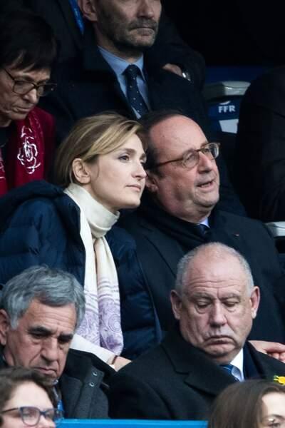 François Hollande et sa compagne Julie Gayet, attentifs