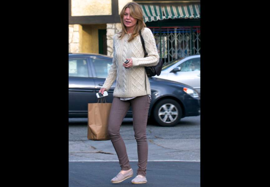 Ellen Pompeo, torsade beige et espadrilles confortables