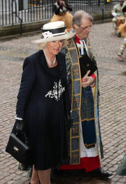 La duchesse de Cornouailles très élégante aussi en bleue et blanc