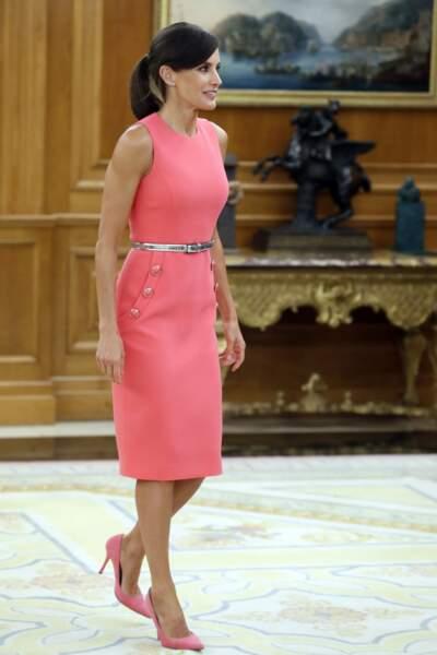 La reine en robe rose flashy au palais Zarzuela à Madrid le 23 juillet 2019
