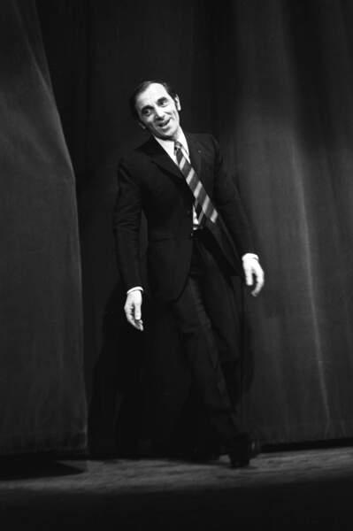 Charles Aznavour en concert, à Paris, en janvier 1968.