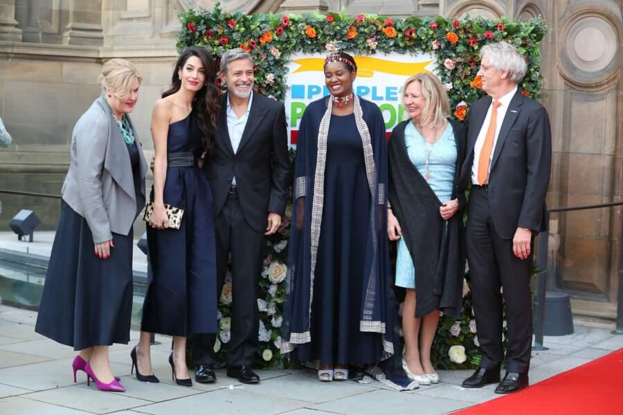 Amal Clooney et George Clooney très chic pour un gala de charité à Edimbourg