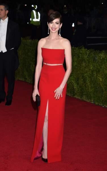 Un an avant de donner naissance à son premier enfant, Anne Hathaway est l'archétype de la femme longiligne