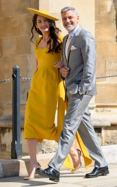 Amal Clooney extraordinaire en robe Stella McCartney avec George Clooney au mariage de Meghan Markle le 21 mai 2018