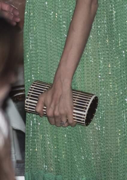 Amal Clooney magnifique en robe longue verte Stella Mac Cartney et pochette italienne