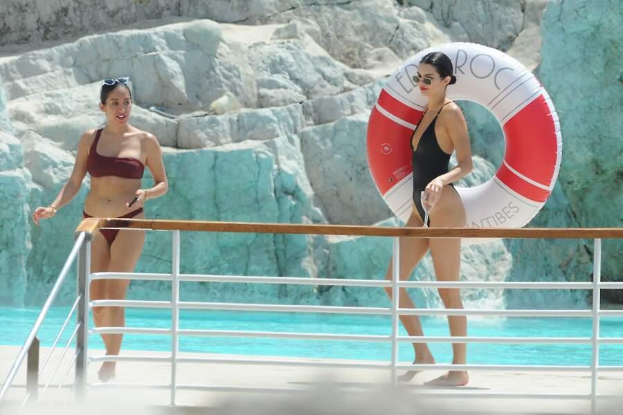 Kendall Jenner s'éclate au bord de la piscine