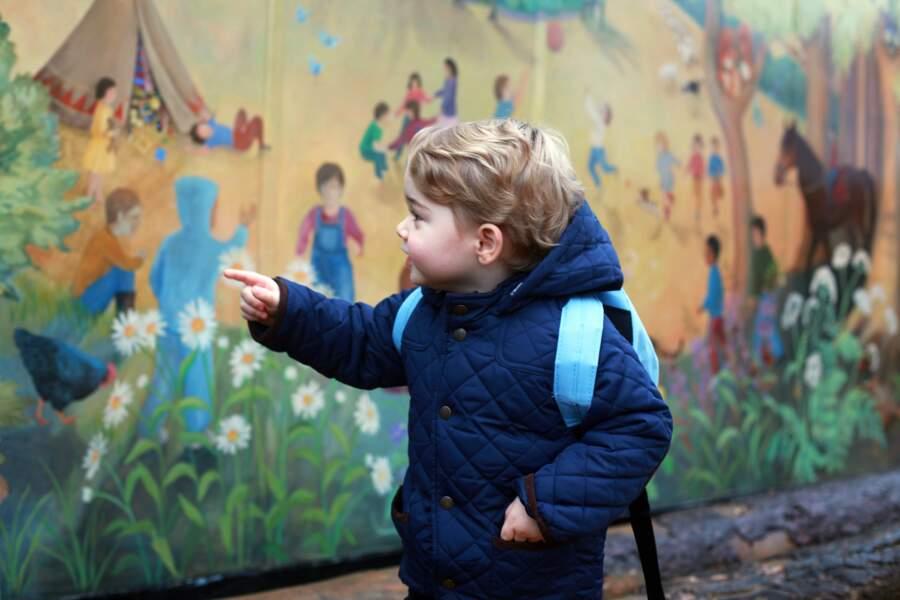 Le petit George est paré pour son premier jour de crèche, à l'école Montessori School Westacre.