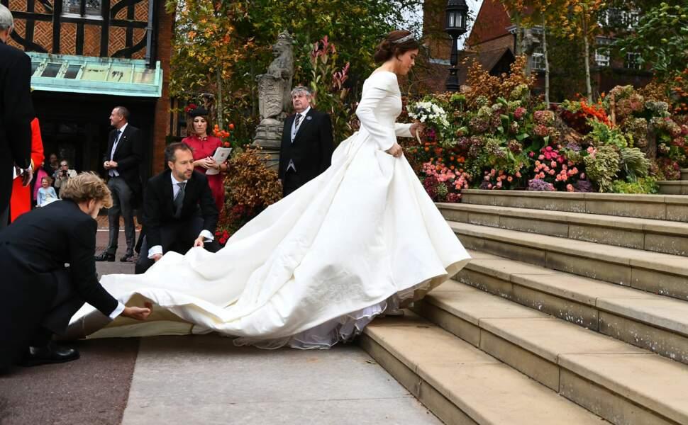 Princess Eugénie radieuse dans sa sublime robe de mariée