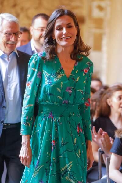 Letizia d'Espagne en jolie robe longue fleurie signée Maje à Oviedo, le 25 juillet 2019