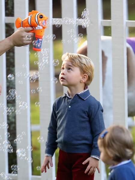 Le prince George adore les bulles de savon