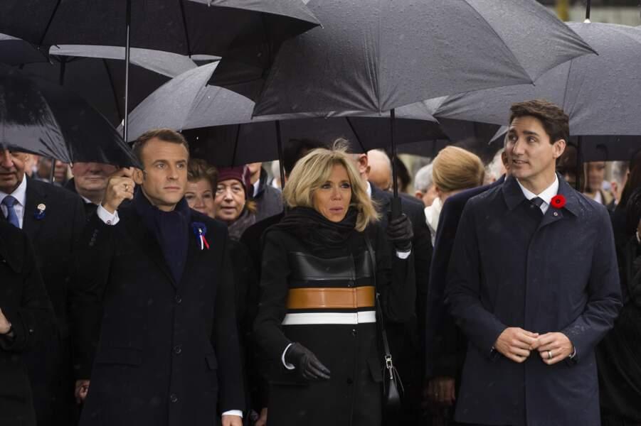 Brigitte Macron entourée de son époux Emmanuel Macron mais aussi du premier ministre canadien Justin Trudeau.
