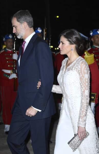 Letizia d'Espagne en robe blanche virginale et le roi Felipe VI lors du dîner d'honneur donné par Mohamed VI