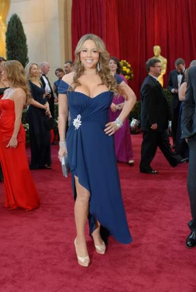 Aux Oscars en 2010, un maquillage élégant mais une tenue au décolleté quelque peu pigeonnant !