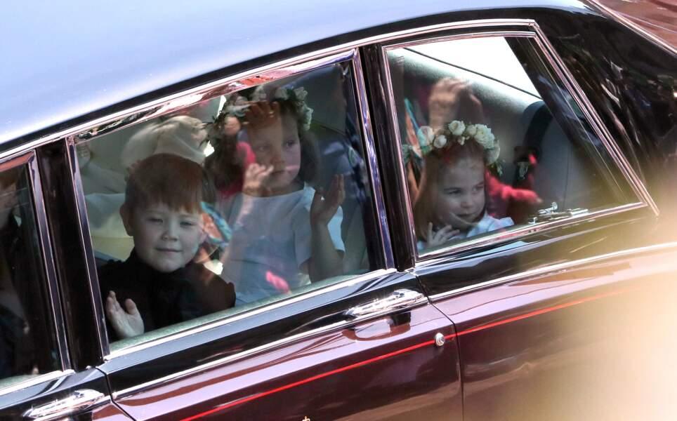 La princesse Charlotte (à droite) faisait partie des demoiselles et garçons d'honneur de Meghan Markle