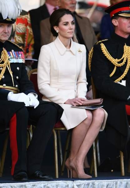 Kate Middleton arbore un chignon bas très classe