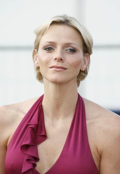 Carré court et regard fardé en 2008, Charlène Wittstock se mue en princesse du Rocher