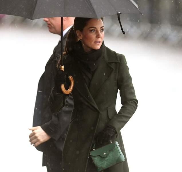 Kate Middleton portait également une écharpe et des gants pour ne pas prendre froid