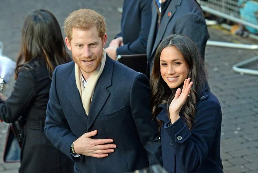 le prince Harry and Meghan Markle ont été salué par des centaines de fans à Nottingham