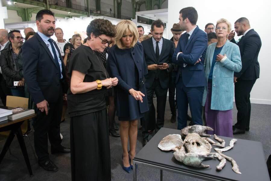 Brigitte Macron visite la 44e Foire internationale d'art contemporain au Grand Palais à Paris le 18 octobre