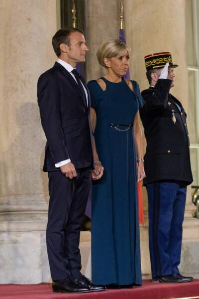 Bleu marine toujours, on l'aime pour un look du soir comme Brigitte Macron.