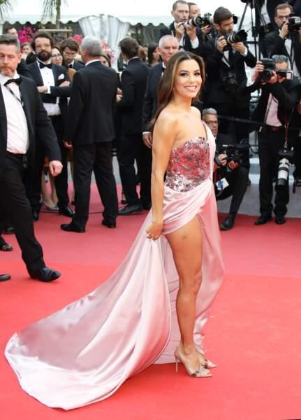 Eva Longoria portait une robe Alberta Ferretti Limited Edition ce 14 mai