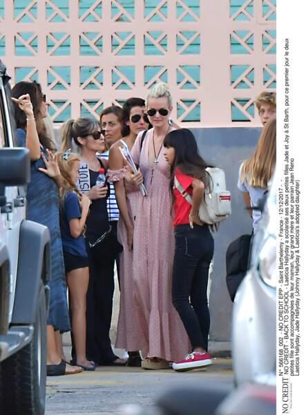 Laeticia Hallyday accompagne ses deux petites filles Jade et Joy à l'école à St Barth