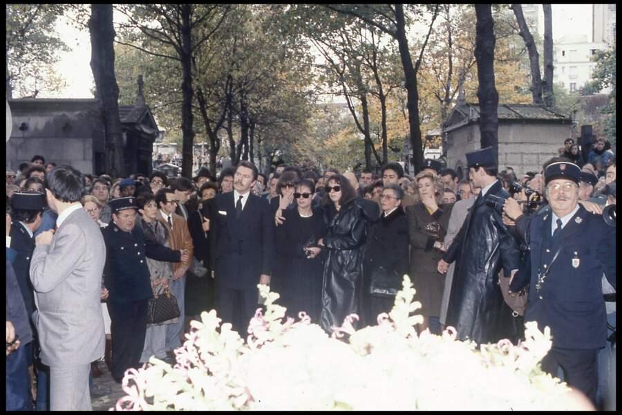 Laura Truffaut et Catherine Deneuve aux obsèques de François Truffaut au cimetière de Montmartre en 1984
