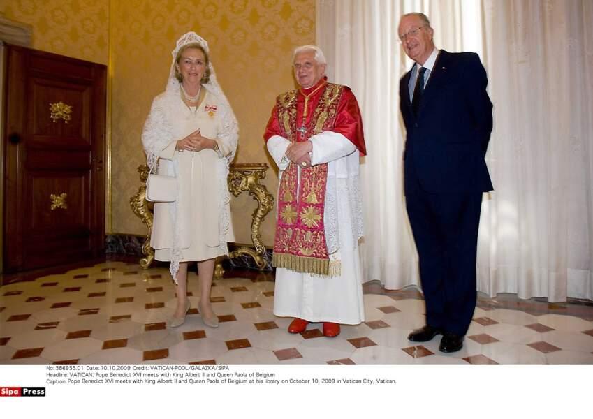 La reine Paola et le roi Albert II de Belgique avec le pape Benoit XVI