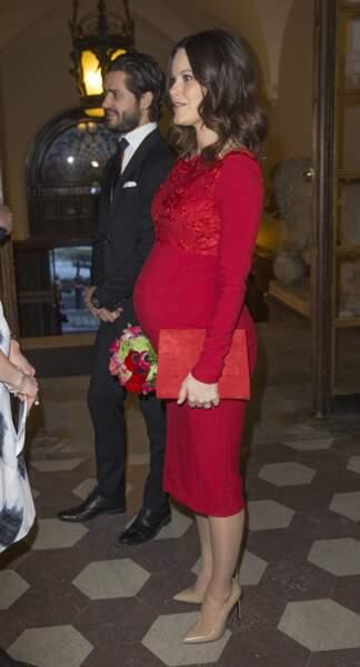 Le prince Carl-Philip et son épouse Sofia enceinte de 7 mois à l'Académie Royale des Arts de Suède