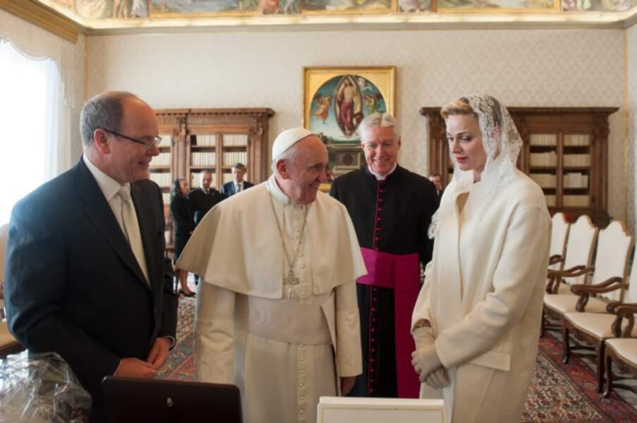 Albert et Charlène de Monaco en audience avec le pape François