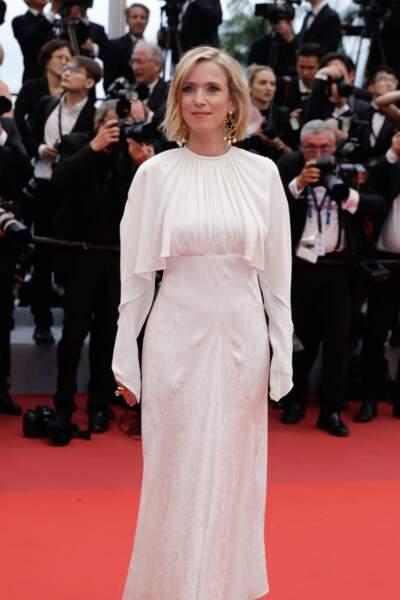 Léa Drucker et son carré court lors de la montée des marches à Cannes le 14 mai 2019