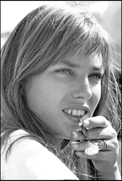 À 21 ans, Kate Birkin est devenue maman de Kate Barry, disparue depuis.