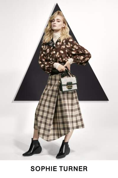 "L'actrice de ""Game of Thrones"" Sophie Turner incarne la collection Pre-Fall de Louis Vuitton, version 80s."