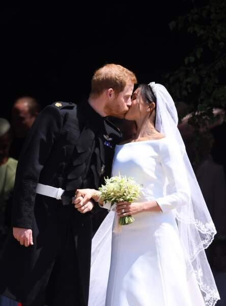 Meghan Markle et le prince Harry, s'embrassant pour la première fois en tant que mari et femme
