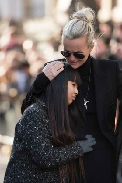Laeticia veille sur ses filles