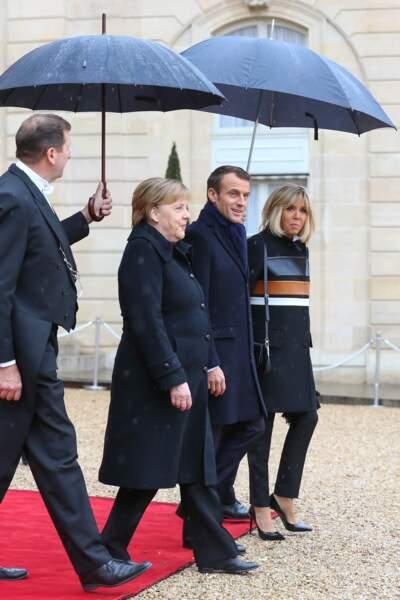 Brigitte Macron et son époux ainsi que la chancelière allemande Angela Merkel.