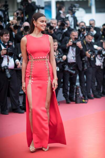 Irina Shayk très sexy à Cannes le jeudi 10 mai