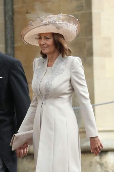 Carole Middleton apporte un vent d'été avec un chapeau fleuri au mariage de Gabriella Windsor, le 18 mai 2019