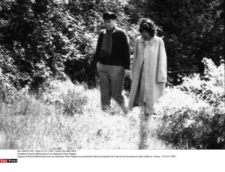 Francois Mitterrand et Anne Pingeot dans la propriété de Grossouvre en 1981