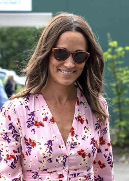 Pippa Middleton sexy en robe fleurie fait sensation à Wimbledon le 14 juillet 2019.