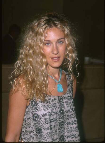 Sarah Jessica Parker, à ses débuts, les cheveux joliment ondulés