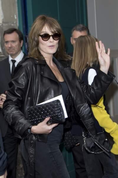 Carla Bruni-Sarkozy assiste au défilé Valentino à Paris