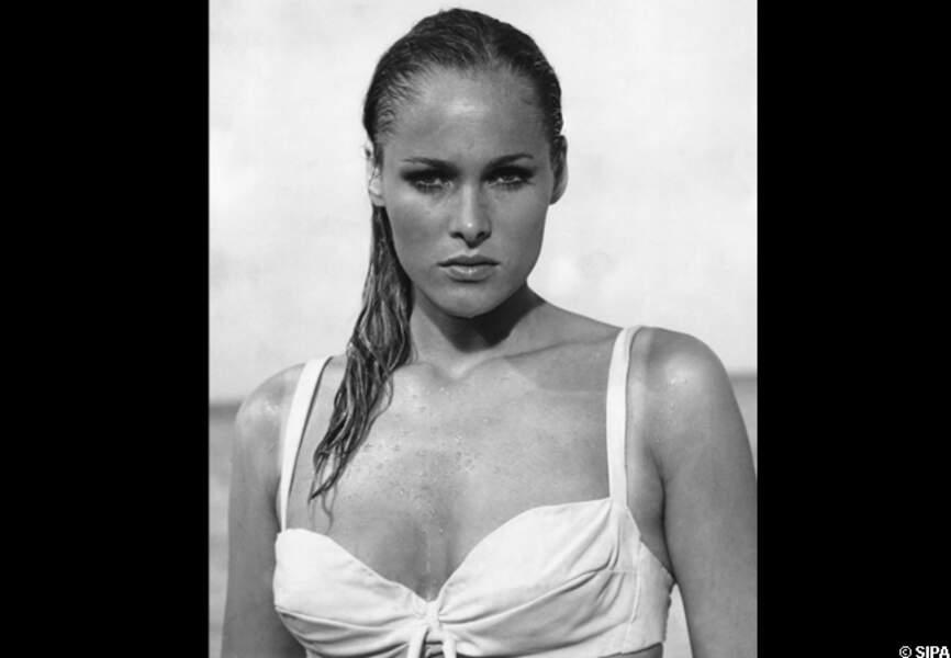 Ursula Andress, dans James Bond contre Dr No (1962)