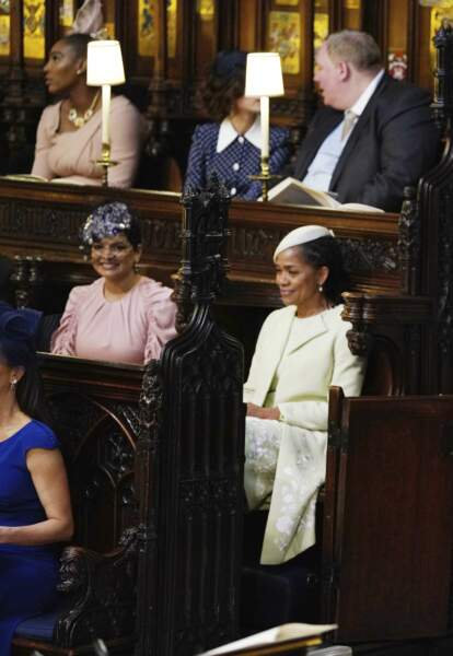 Ex-avocate reconvertie dans le caritatif, elle était assise à côté de Doria Ragland, la mère de la mariée.